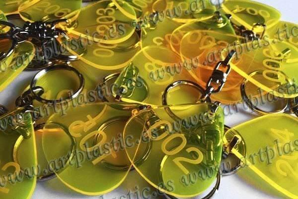 llaveros personalizados amarillos originales.M