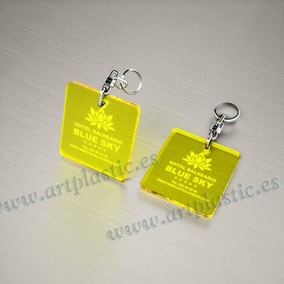llaveros plastico personalizados originales amarillos baratos cuadrados 50x50
